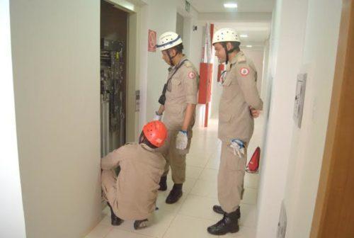 Cuidados no uso do elevador